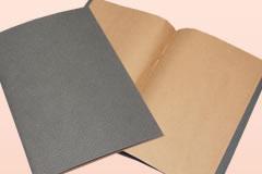 オリジナルデザインのノートサンプル二つ目、無地ノートです。